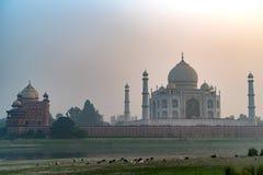 Szenische Sonnenuntergangansicht Taj Mahals in Agra, Indien Stockbilder