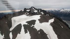 Szenische Spitzen und Kanten des Schneebergblicks vom Hubschrauber in Neuseeland stock footage