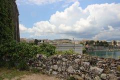 Szenische Stelle Korfu-Stadt-Ansicht und Lonian-Meer stockfotografie