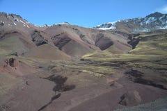 Szenische Straße in den Anden-Bergen zwischen Chile und Argentinien stockfotos
