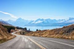 Szenische Straße, zum des Kochs National Park, Südinsel, Neuseeland anzubringen stockfotos
