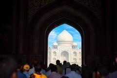 Szenische Toransicht Taj Mahals in Agra, Indien Stockfoto