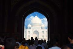 Szenische Toransicht Taj Mahals in Agra, Indien Stockbilder