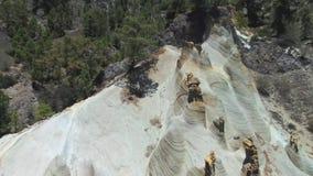 Szenische Vogelperspektive von geologischen Formen in einer vulkanischen Landschaft (moonscape) in Teneriffa, Spanien stock video footage