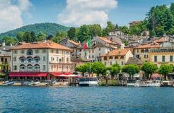 Szenischer Anblick in Orta San Giulio, schönes Dorf auf See Orta, Piemont Piemonte, Italien lizenzfreies stockbild