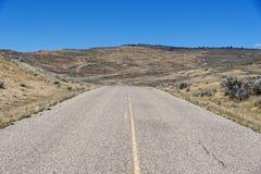 Szenischer Antrieb durch versteinertes Butte-Nationaldenkmal Lizenzfreie Stockbilder