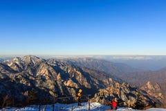 Szenischer Berglandschaftsschuß Koreas an Nationalpark Berg Seoraksan Stockfotos