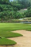 Szenischer Golfplatz in Thailand Lizenzfreies Stockbild