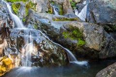 Szenischer kleiner Wasserfall am Norden in Thailand Stockbild