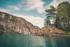 Szenischer norwegischer Fjord Lizenzfreies Stockfoto