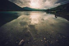 Szenischer norwegischer See Stockfotografie