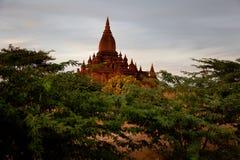 Szenischer Sonnenaufgang über Bagan auf Myanmar Stockbild