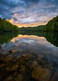 Szenischer Sonnenuntergang, Gebirgssee, Kentucky Lizenzfreie Stockbilder