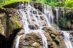 Szenisches natürliches des Wasserfalls weich Stockbilder
