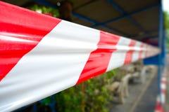 Szermierczy czerwieni i bielu faborek który zabrania ruchu Obraz Royalty Free