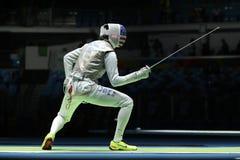 Szermierz Aleksander Massialas Stany Zjednoczone współzawodniczy w mężczyzna ` s drużyny folii Rio 2016 olimpiad przy Carioca are obraz stock