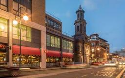 Szeroka ulica Birmingham przy półmrokiem Zdjęcie Stock
