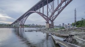 Szeroki kąta strzał Smith alei wysokości most nad rzeką mississippi z Odległym St Paul przy półmrokiem 4K UHD Timelapse zbiory wideo