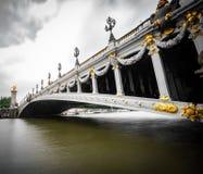Szeroki kąta widok Alexandre III most w Paryż fotografia royalty free