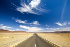 Szeroki kąta widok C13 droga między Noordoewer i Aussenkehr blisko południe - afrykanin granica w Namibia, Afryka Fotografia Stock