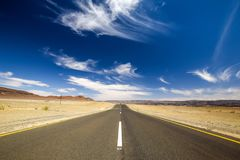 Szeroki kąta widok C13 droga między Noordoewer i Aussenkehr blisko południe - afrykanin granica w Namibia, Afryka Obrazy Stock