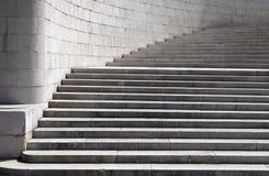 Szeroki, kamienny budujący schody, zdjęcie royalty free