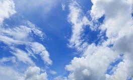 Szeroki niebieskie niebo, wielki cudu niebieskie niebo i bielu obłoczny zwarty, Zdjęcie Royalty Free