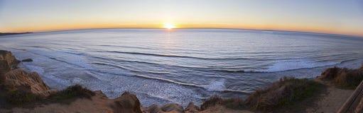 Szeroki Panoramiczny zmierzch i Pacyficznego oceanu krajobraz na Torrey sosnach San Diego Kalifornia Zdjęcia Royalty Free