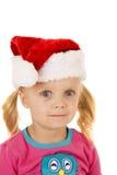 Szeroki przyglądający się blond dziewczyny portriat jest ubranym Santa kapelusz Zdjęcia Royalty Free