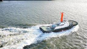 Szeroki strzał pilotować łódkowaty prowadzić & żeglować statek wycieczkowego zbiory wideo