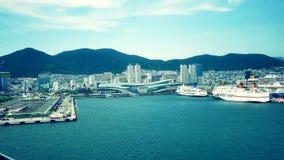 Szeroki strzał przyjeżdża przy Busan portem Korea statek wycieczkowy zbiory wideo