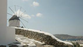 Szeroki strzał stary wiatraczek nad Chora na Mykonos zdjęcie wideo