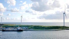 Szeroki strzał wiatrowy młyn turbina nakashima quay Akita prefektura Japonia lub zbiory wideo