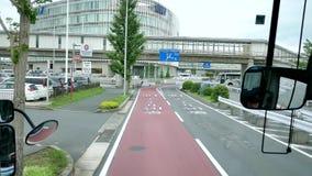 Szeroki strzał widok wśrodku autobusu wzdłuż Japonia ulicy Narita lotnisko zbiory wideo