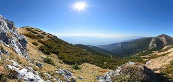 Szeroki widok łąki w Vratna dolinie Jesień europejczycy zdjęcia stock