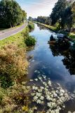 Szeroki widok nad kanałem w holenderze polder zdjęcia royalty free