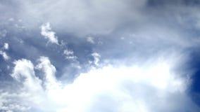 Szeroko rozpościerać chmurny niebo zdjęcie wideo