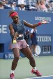 Szesnaście czasów wielkiego szlema mistrz Serena Williams przy Billie Cajgowego królewiątka tenisa Krajowym centrum podczas dopas Zdjęcia Royalty Free