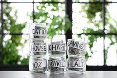 Szkło zgrzyta z pieniądze dla różnych potrzeb obraz royalty free