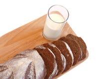 szkła chlebowy tnący mleko Obraz Stock