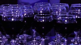 Szkła czerwone wino w restauraci zdjęcie wideo