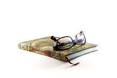 Szkła i książki na białym tle Zdjęcie Royalty Free
