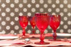 szkła wino restauracyjny stołowy Obrazy Royalty Free