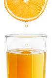 Szkło świeżo gniosący sok pomarańczowy Zdjęcia Royalty Free