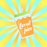 Szkło świeży marchwiany sok w szklanym pucharze z słomą Zdjęcie Stock