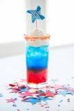 Szkło napój na amerykańskim dnia niepodległości przyjęciu zdjęcie stock
