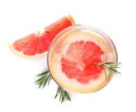 Szkło natchnący wodny i grapefruitowy odosobniony na bielu fotografia stock