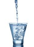 szkło odizolowywający pluśnięcia wody biel Obrazy Royalty Free