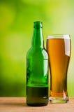 Szkło piwo i butelka Fotografia Stock