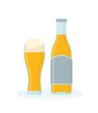 Szkło piwo i butelka pojedynczy białe tło Zdjęcie Stock